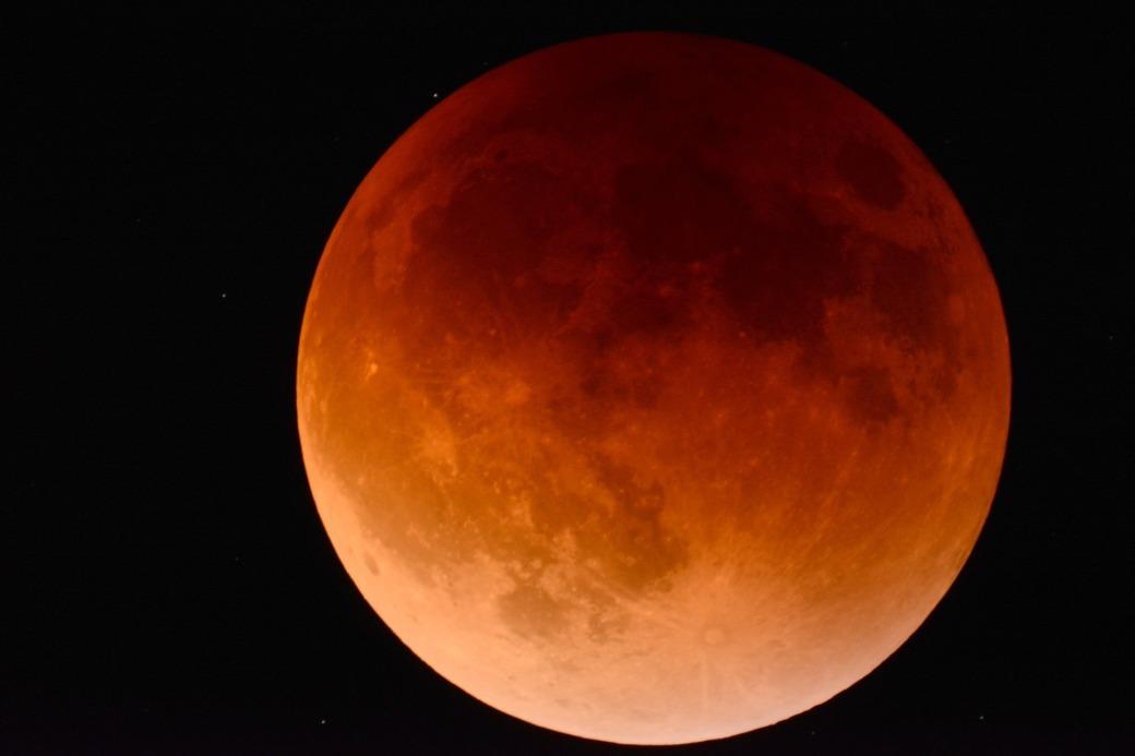 moon-2146596_1920