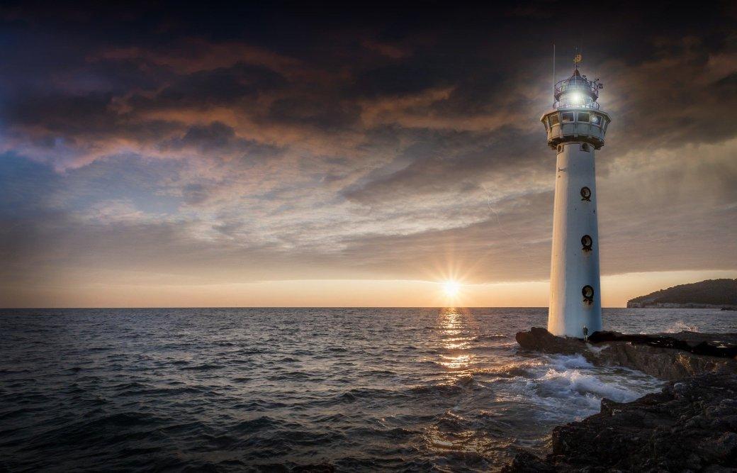 lighthouse-2372461_1920