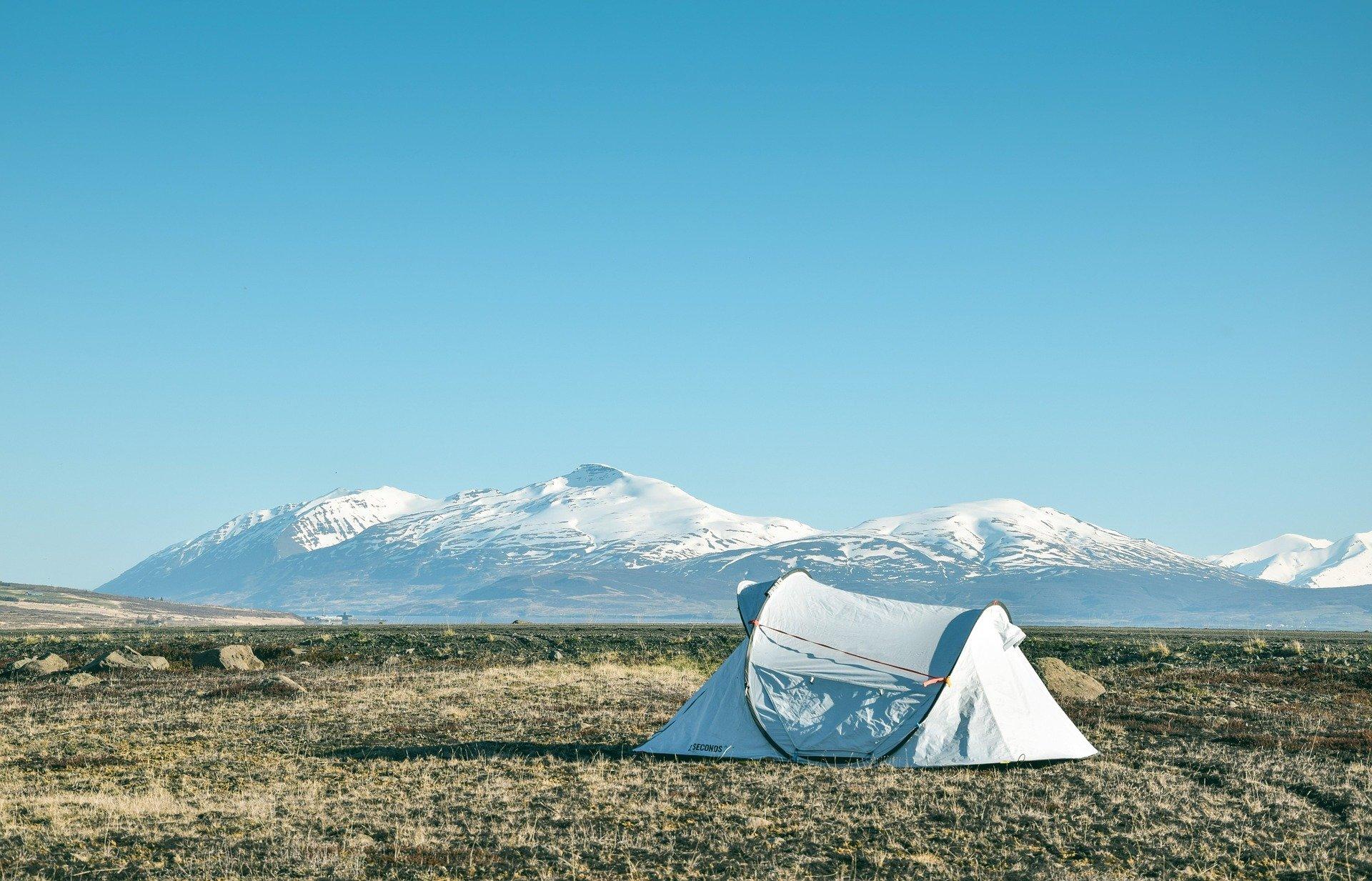 camp-2650359_1920